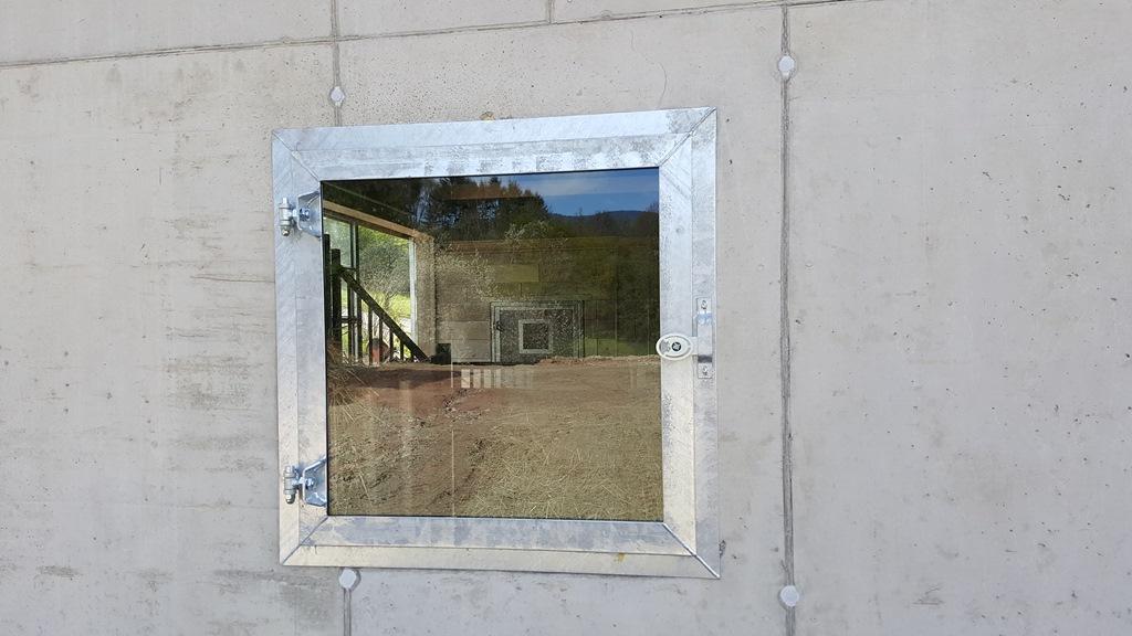 Fenêtre de box pour cheval à battant par Doitrand Equestre
