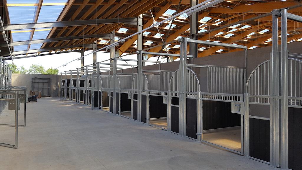Boxes pour chevaux en cours de construction