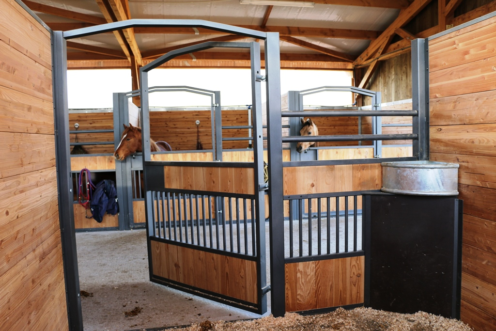 Opened GS stall door view from the inside by Doitrand Equestre