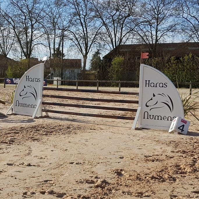 Chandeliers en métal créé par Doitrand Equestre pour un saut d'obstacle