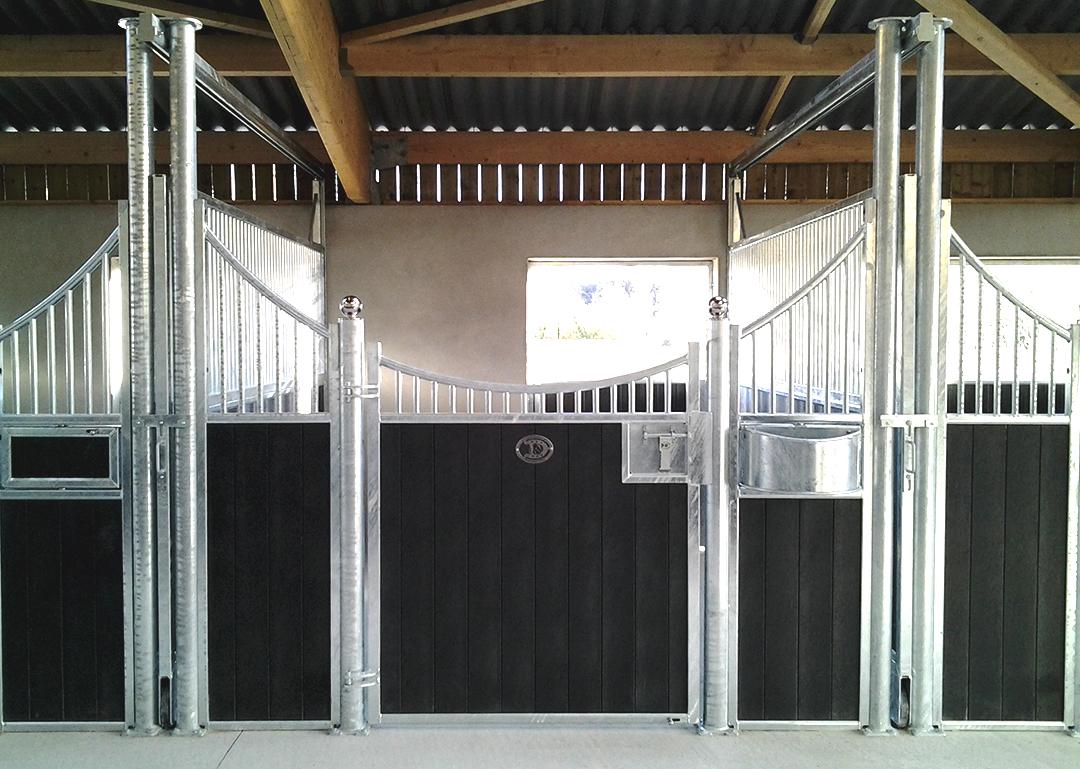Modèle de façade de box Zèbre avec remplissage résine et mangeoire pivotante