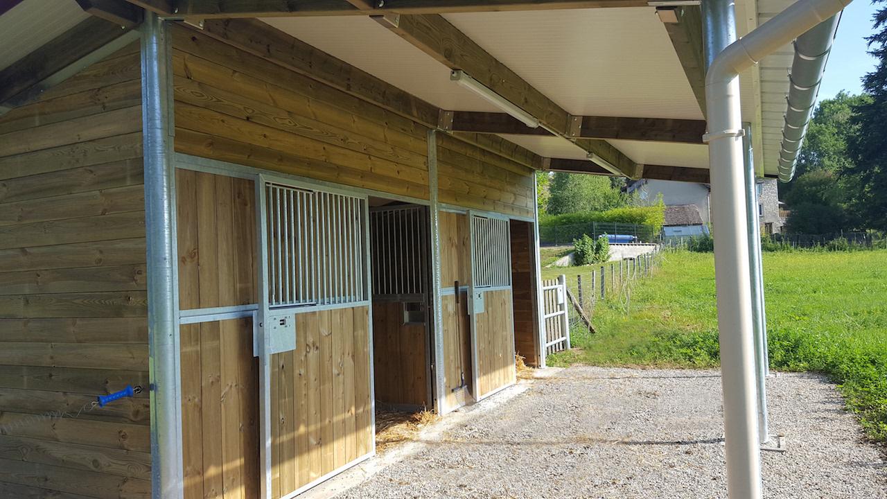 2 boxes extérieurs pour chevaux