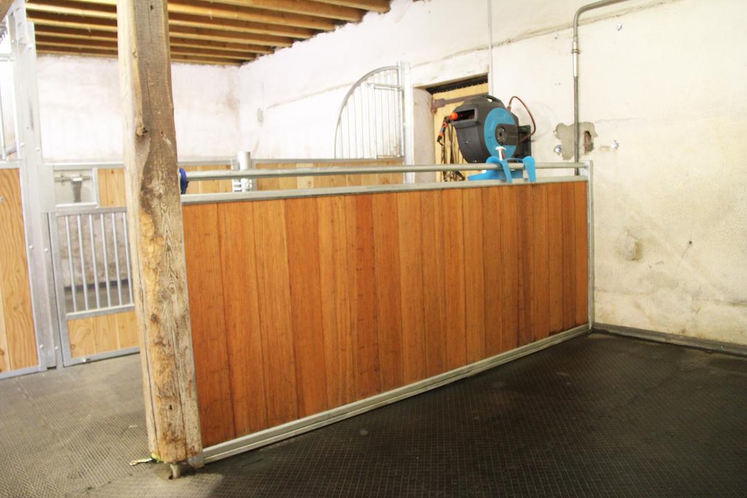 Séparation basse en bambou pour aire de douche