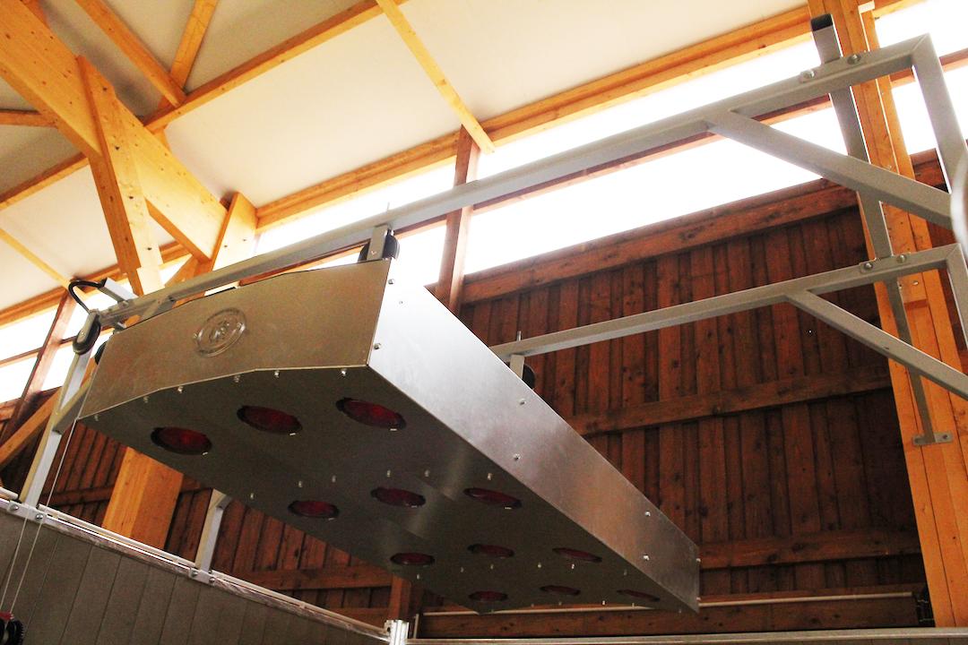 Armature en acier tenant un solarium pour chevaux
