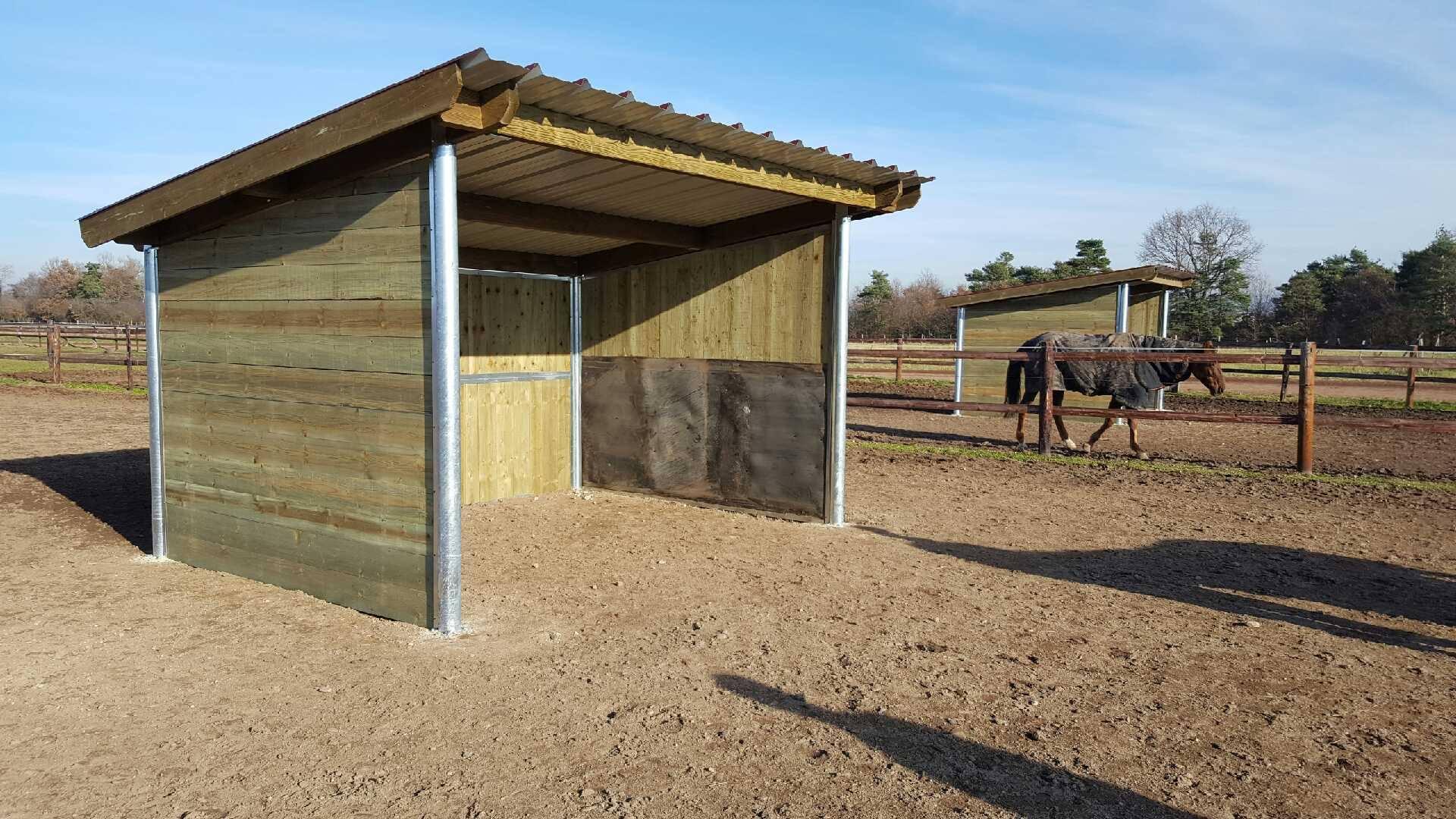 Abri de prairie pour cheval