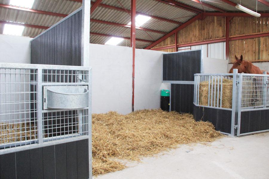 Façade de box élevage avec grillage ouverte totale