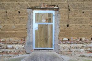 Petite porte d'accès à une écurie