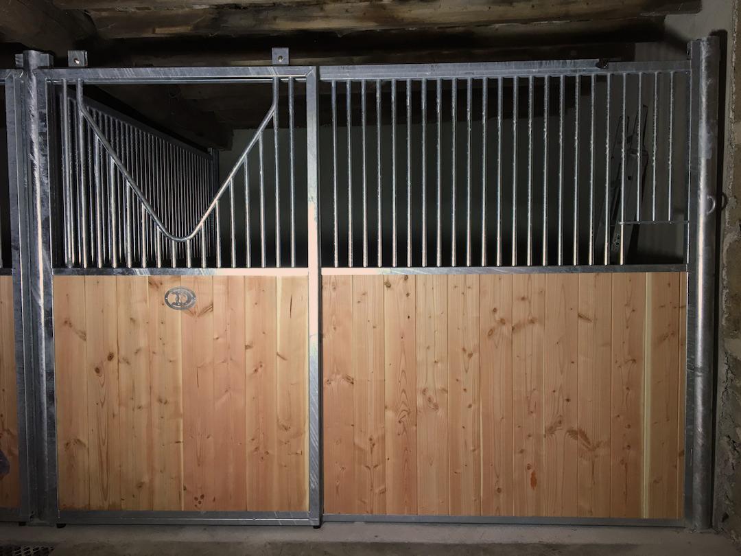 Barre Pour Porte Coulissante façade de box pour chevaux porte coulissante - doitrand equestre