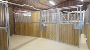 Façade de box pour chevaux ouverture totale pivotante