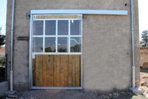 Portail de grange un vantail en bois traité autoclave et Plexiglas haut