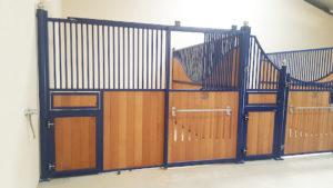 Façade de box porte coulissante de couleur bleue