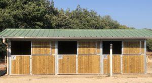 3 boxes extérieurs pour chevaux